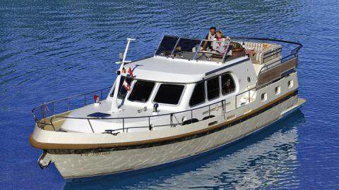 hausboot-mieten-motoryacht-yachtcharter-roemer