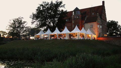 Traditionelles Krebsessen am Schloss Urlichshusen