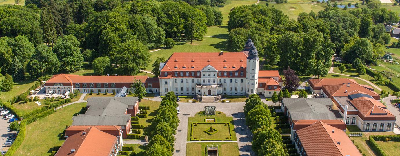 Schlosshotel Fleesenssse Luftbild, Mecklenburgische Seenplatte