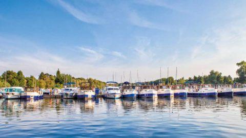 Hausboot-Basis im Hafendorf Müritz